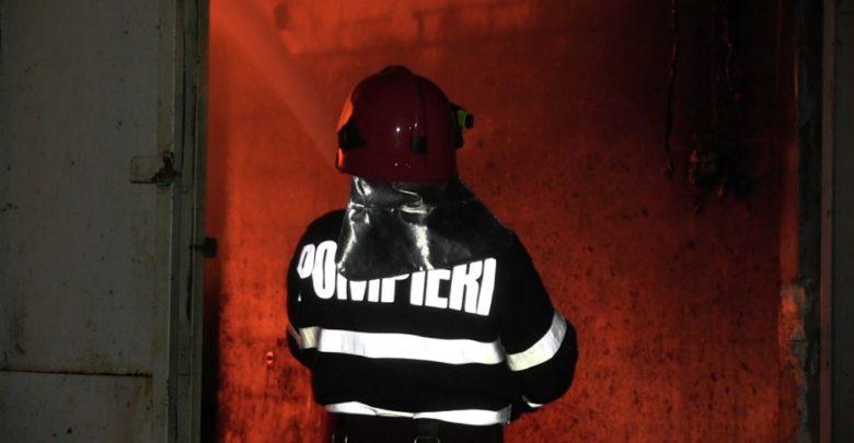 pompieri incendiu noapte isu foc stins flacari pompier (9)