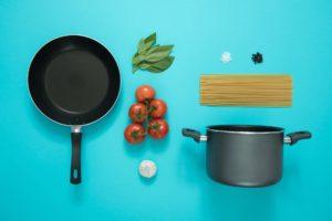 frying-pan-cooking-pasta-tomato-877226